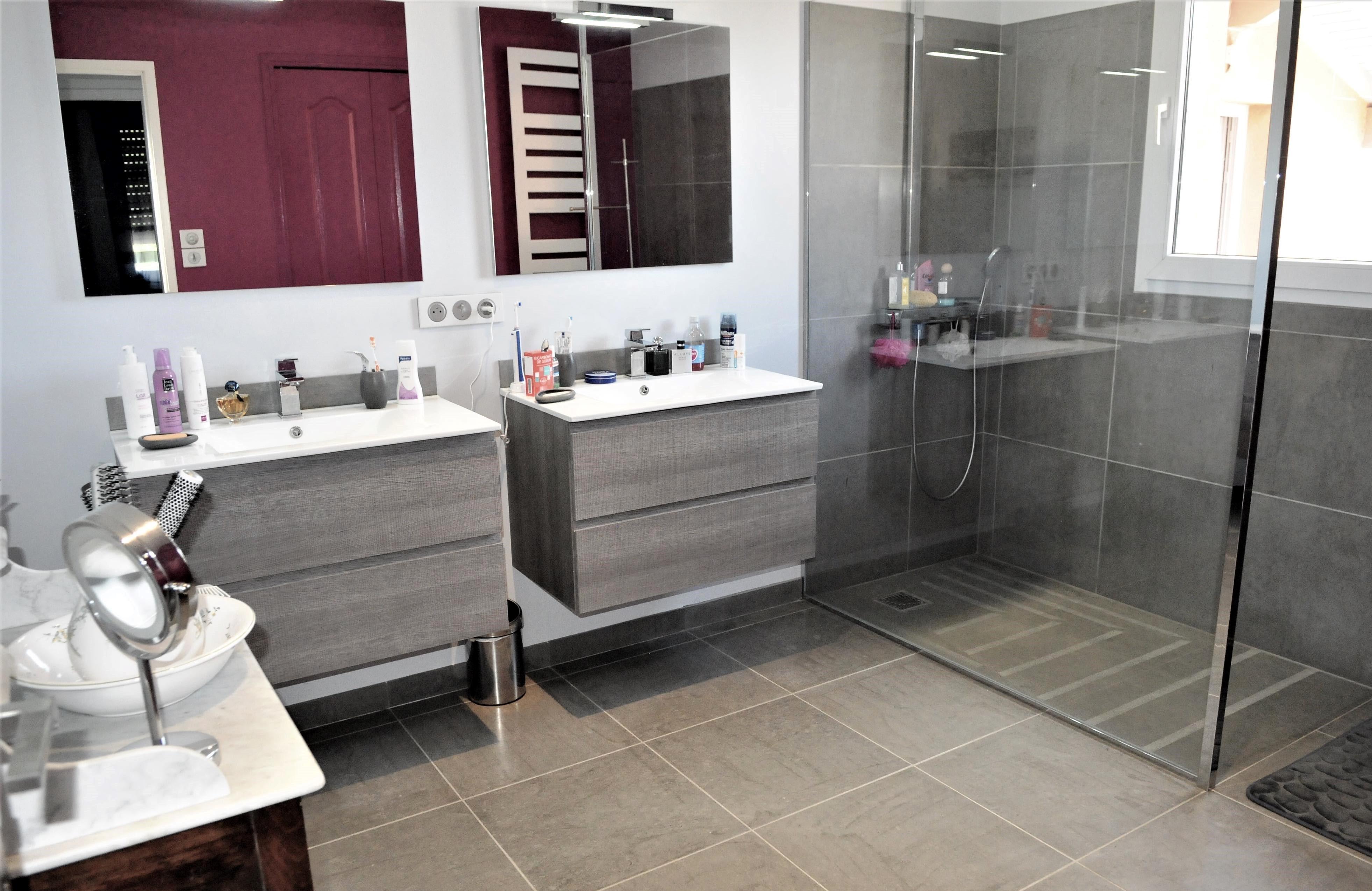 salle de bain pierre bleu. Black Bedroom Furniture Sets. Home Design Ideas